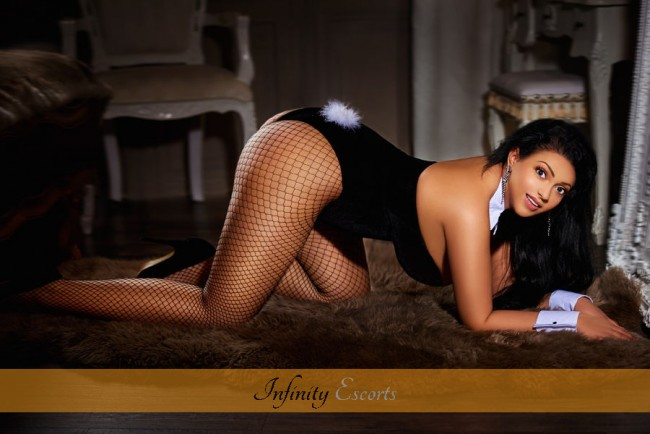 London Escort Ambra image 4