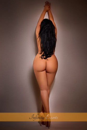 London Escort Ambra image 2