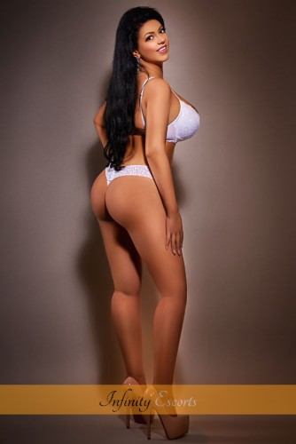 London Escort Ambra image 5