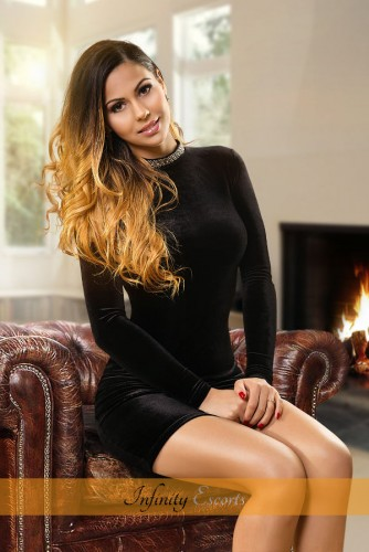 London Escort Annissa image 2
