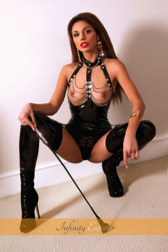 London Escort Aurelia image 9