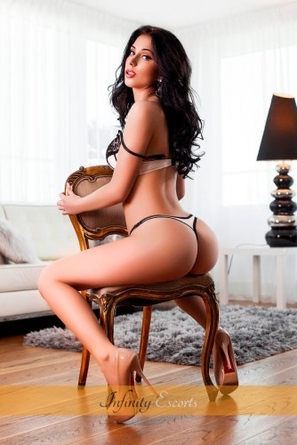 London Escort Cadence image 7