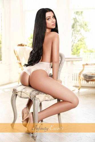 London Escort Layla image 2