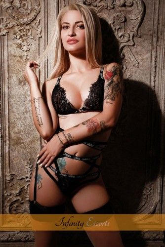London Escort Madelyne image 1