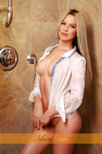 London Escort Nadina image 1