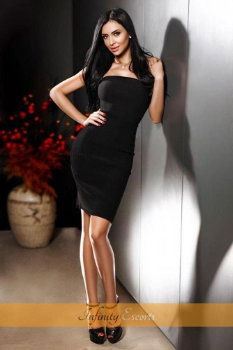 London Escort Nur image 5