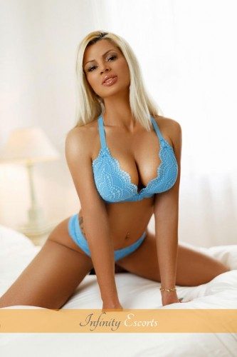London Escort Sonya image 6