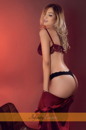 London Escort Annastasia image 2